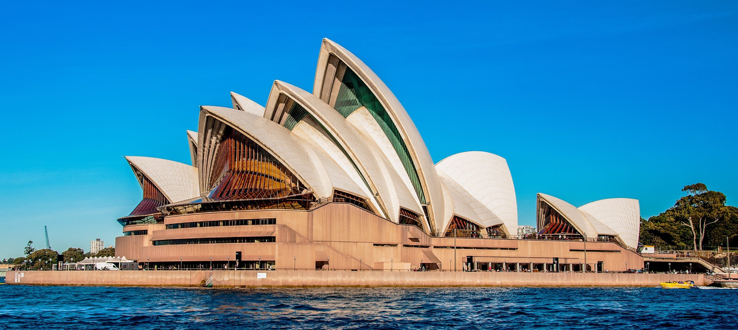 10 reasons to become an Aussie